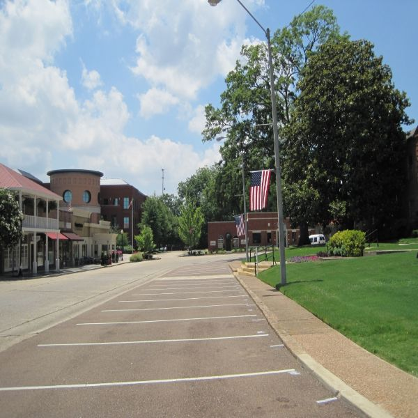 Hernando Courthouse Square
